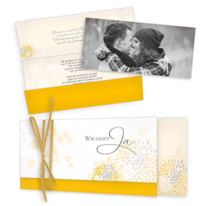 Romantische Wickelfalzeinladung zur Hochzeit in Gelb