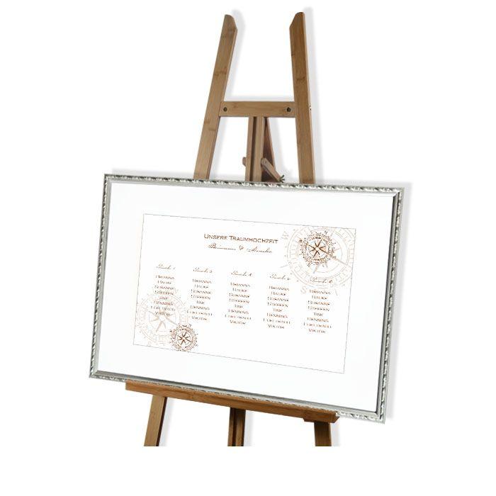 Großer Tischplan zur maritimen Hochzeit mit Kompass in Braun