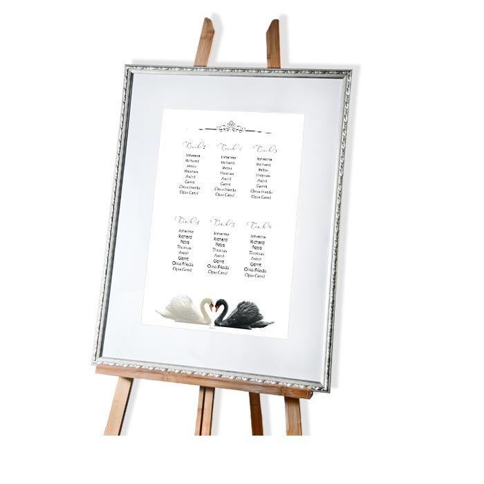Eleganter Tischplan zur Hochzeit mit Schwänen in Schwarz Weiß