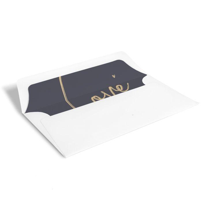 Weißer Briefumschlag mit bedrucktem Inlay und Love Schriftzug