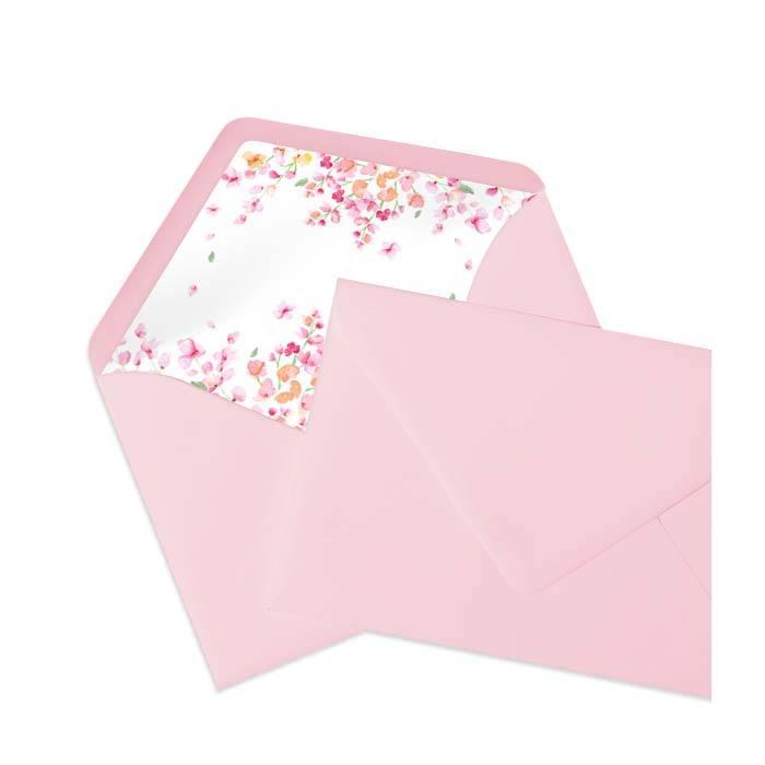 Briefumschläge mit bedrucktem Inlay mit rosa Blüten