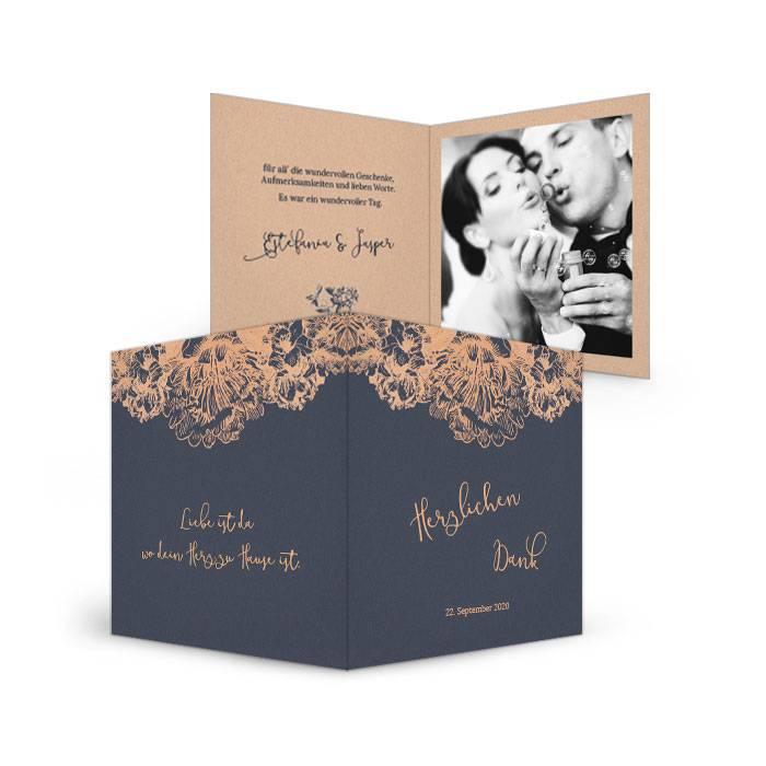 Hochzeitsdanksagung in Blau mit floralem Element in Kupfer