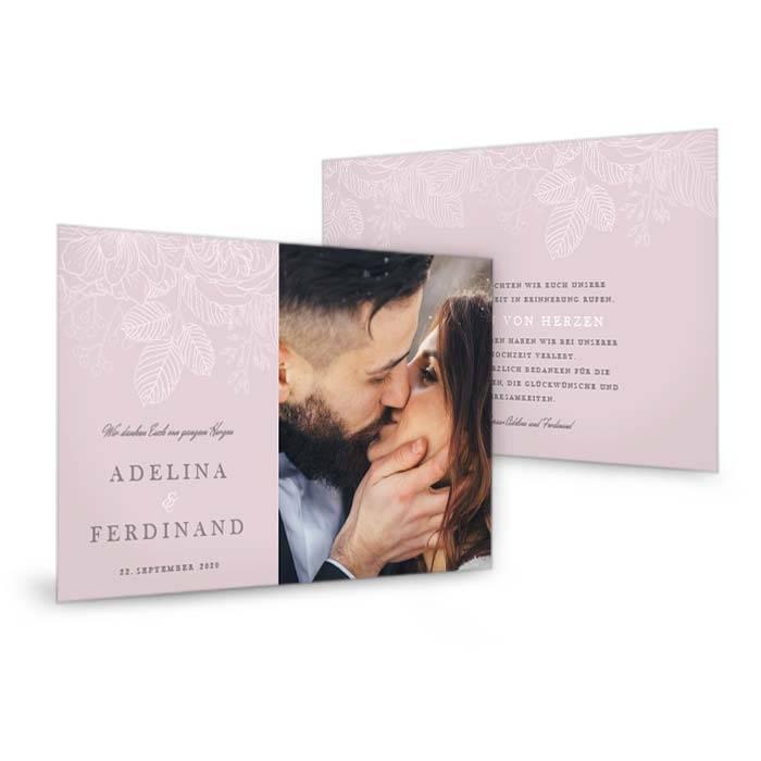 Hochzeitsdanksagung mit zarten Blumen auf rosa Hintergrund