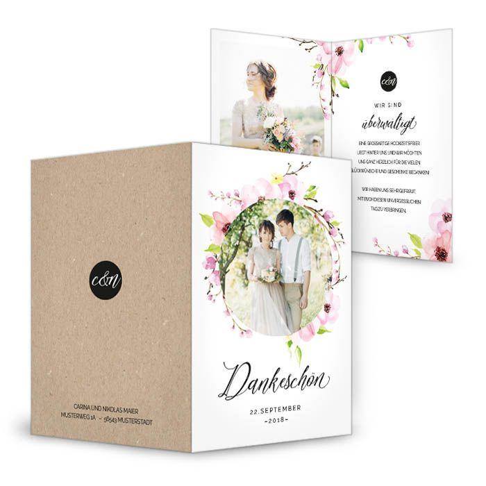 Danksagung zur Hochzeit mit Blütenkranz und rundem Foto