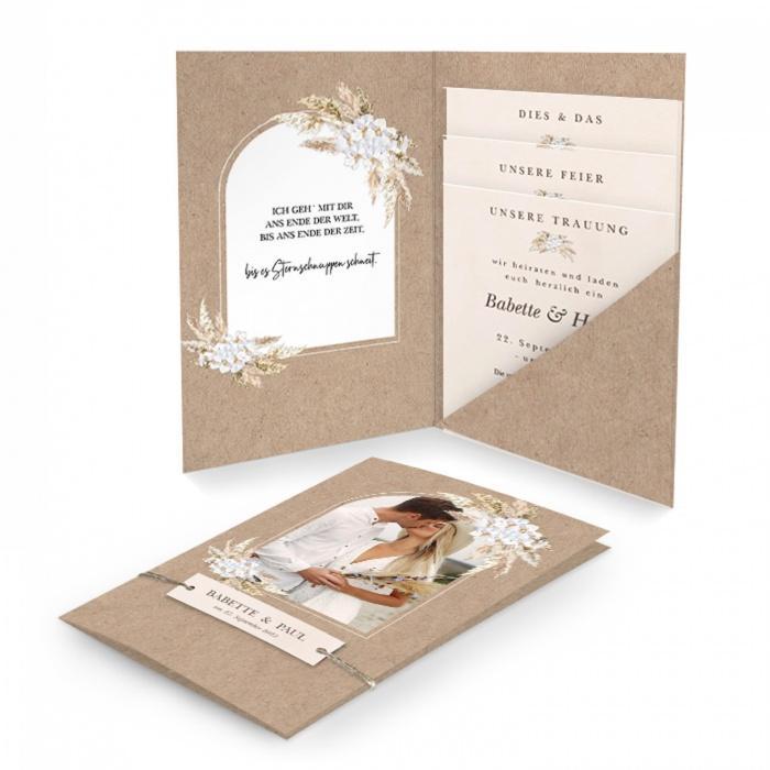 Einladung zur Hochzeit im Bohemian Style in Kraftpapieroptik mit Pampasgras und Foto