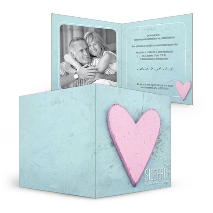 Hellblaue Einladung zur Silberhochzeit mit rosa Herz