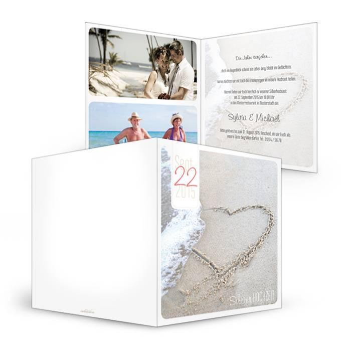 Einladung zur Silberhochzeit in Weiß mit Herz im Sand
