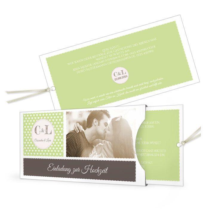 Hochzeitseinladung in Grün im Retrostil mit Herzen und Foto