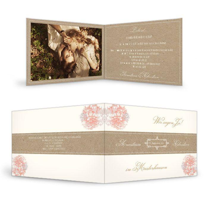 Hochzeitseinladung im Kraftpapierstil mit Blüten in Apricot
