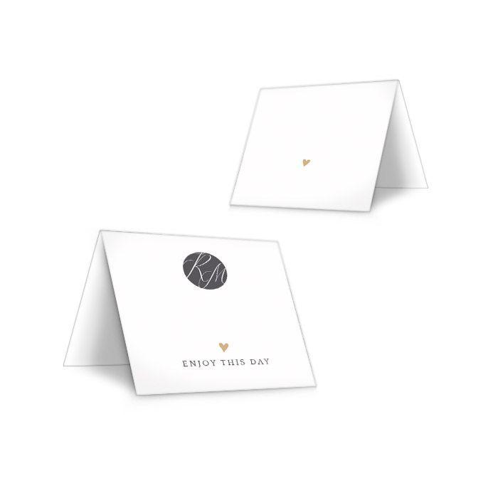 Tischkarten zur Hochzeit mit goldenem Herz und Monogramm