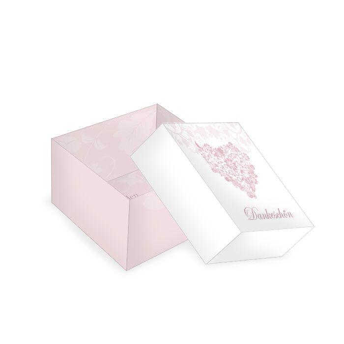 Kleine Geschenkboxen zur Hochzeit mit floralem Herz in Rosa