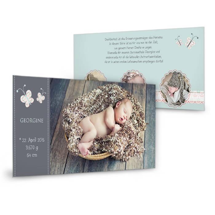 Verspielte Geburtskarte mit Schmetterlingen und Herzen in Grau