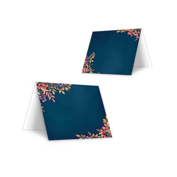 Tischkarten zur Herbst Hochzeit in Blau mit bunten Blättern
