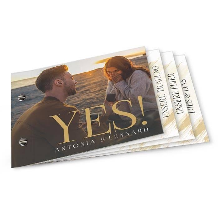 Hochzeitseinladung mit YES Schriftzug in Gold als Booklet