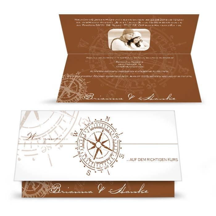 Maritime Einladung zur Hochzeit mit antikem Kompass in Braun