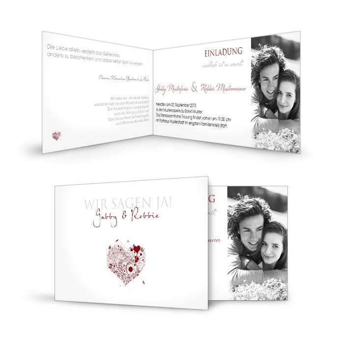Einladungskarte zur Hochzeit mit großem Foto und rotem Herz