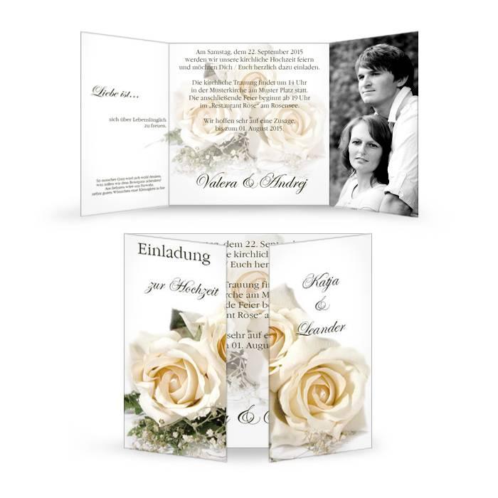 Klassische Hochzeitseinladung als Altarfalz mit weißen Rosen