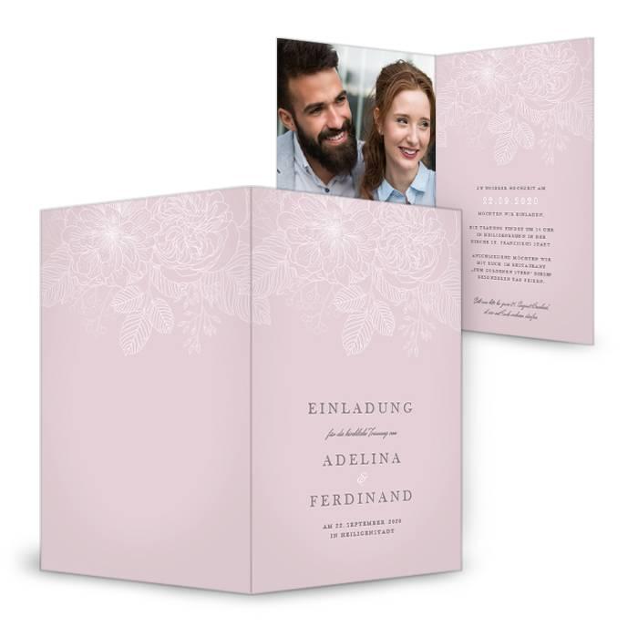 Hochzeitseinladung als Klappkarte mit zarten Blumen