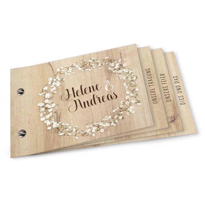 Hochzeitseinladung als Booklet mit hellem Holz und Schleierkraut