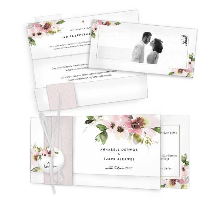 Hochzeitseinladung im Landhausstil mit rosafarbenen Blüten