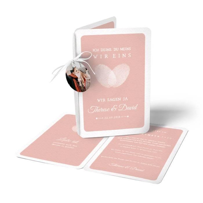 Hochzeitseinladung mit Fingerabdruck als Herz und Anhänger