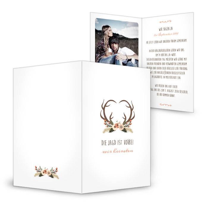 Einladung zur rustikalen Hochzeit mit Hirschgeweih und Blumen