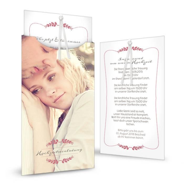 Hochzeitseinladung mit großem Foto und rosa Blütenranke