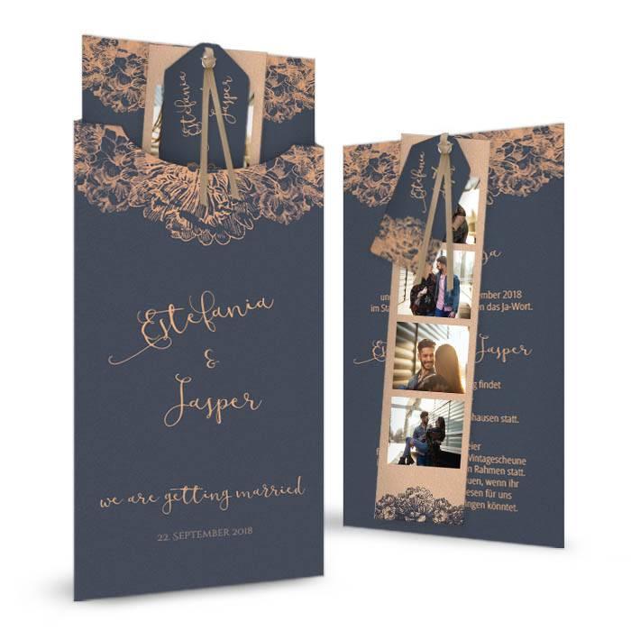 Hochzeitseinladung mit Hülle und Anhänger in Blau und Kupfer