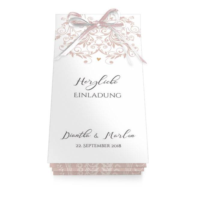 Hochzeitseinladung als Booklet mit rosa Ornamenten und Herz