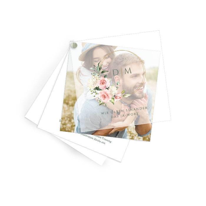 Hochzeitseinladung mit Transparentpapier, Blumen und Goldreif