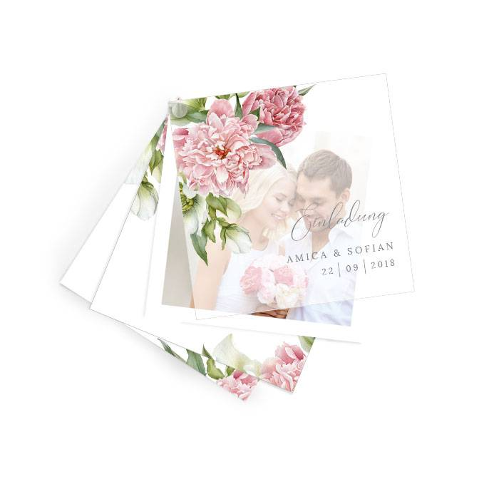 Hochzeitseinladung mit Transparentpapier und eleganten Blumen