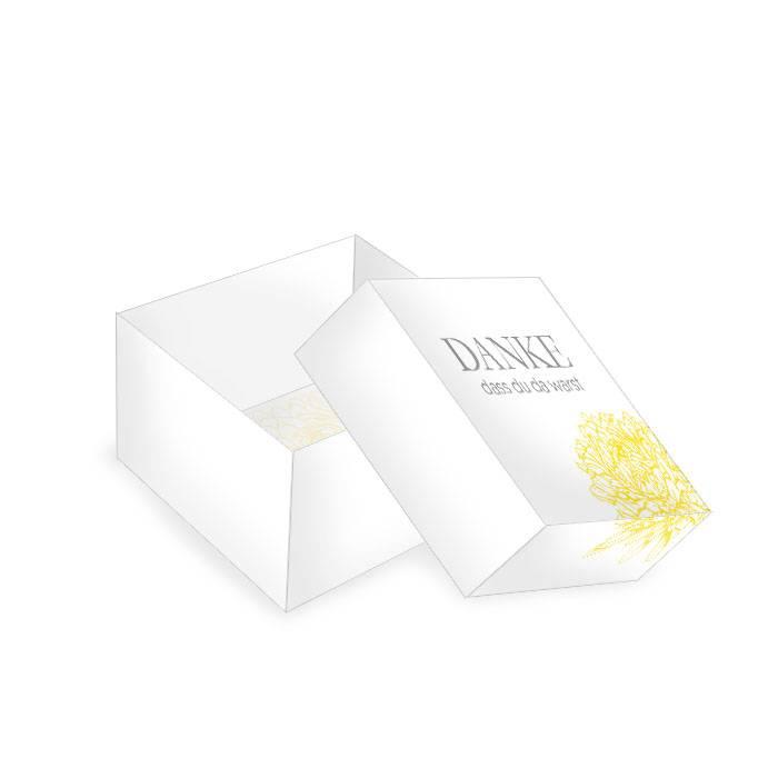 Kleine Geschenkboxen für Gastgeschenke mit gelber Pfingstrose