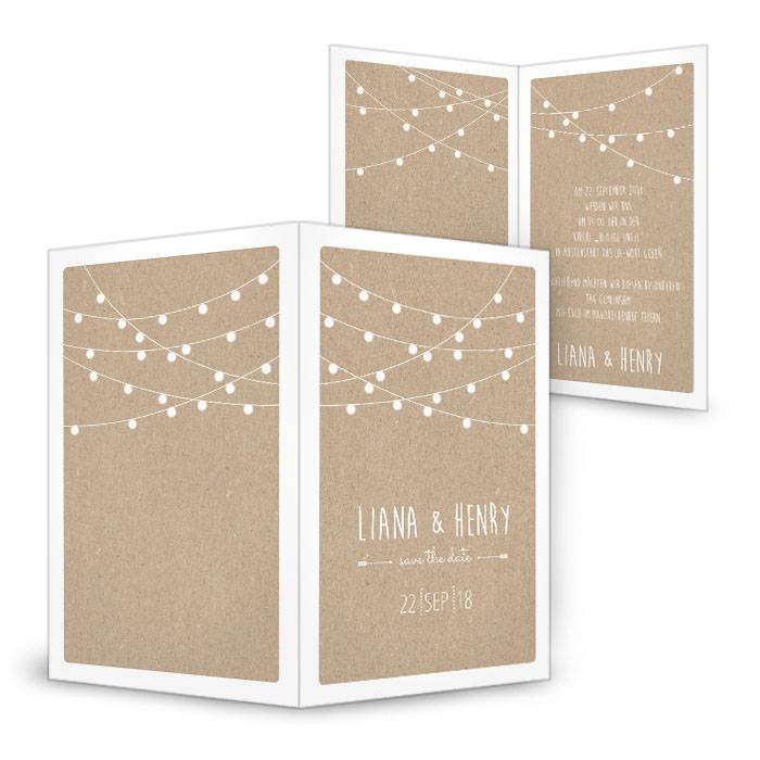 Hochzeitseinladung mit weißen Lampions im Packpapierdesign