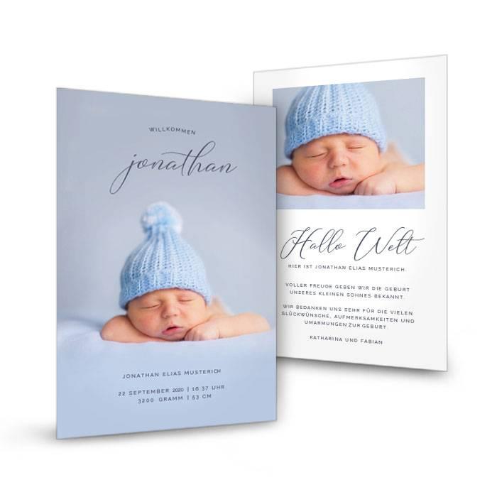 Minimalistische Postkarte zur Geburt mit Typografie