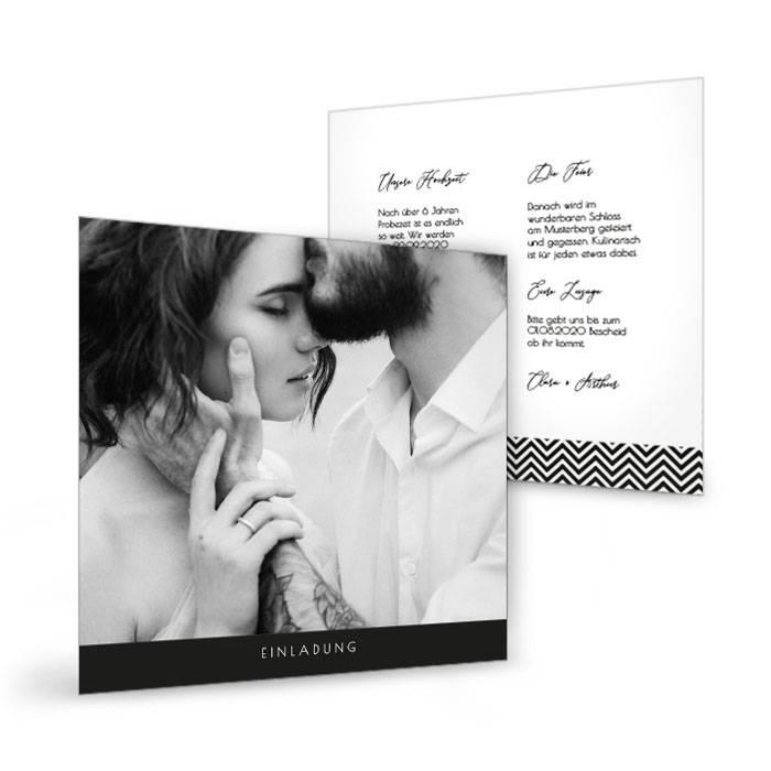 Hochzeitseinladung im quadratischen Format in Schwarzweiß