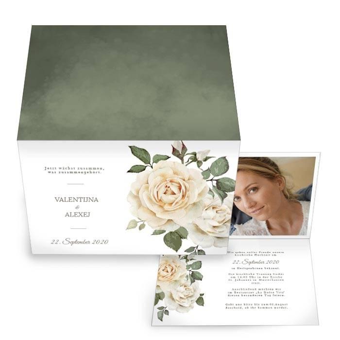 Hochzeitseinladung als Klappkarte mit weißen Rosen