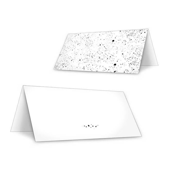 Tischkarten mit gesprenkelten Elementen in Pastellblau
