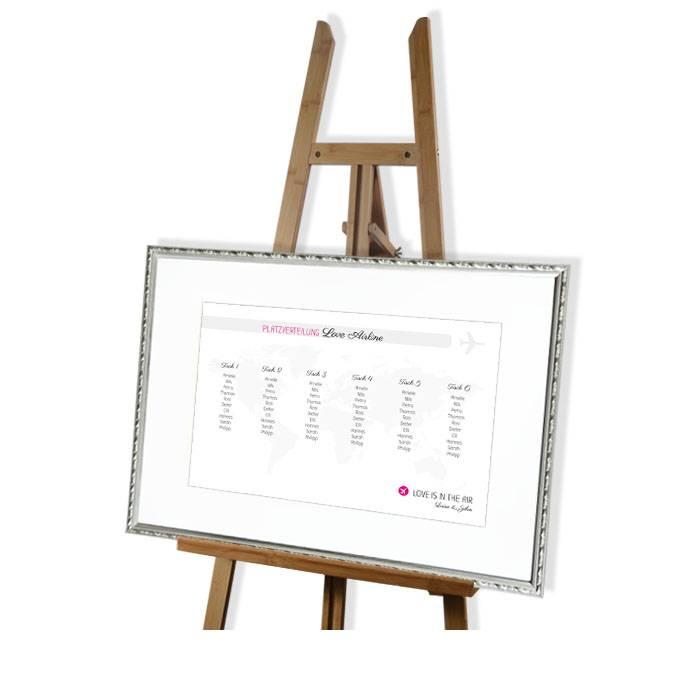 Moderner Tischplan mit Weltkarten Motiv und Akzenten in Pink