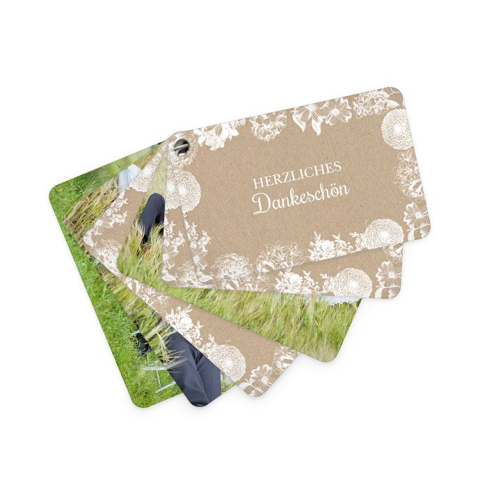 Romantische Hochzeitsdanksagung in Kraftpapieroptik und Blumen