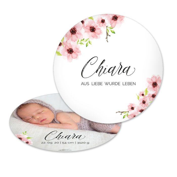 Runde Karte zur Geburt mit Blumen in Rosa und großem Foto