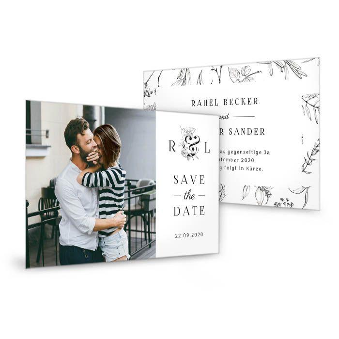 Save-the-Date Postkarte mit floralem Monogramm in Schwarz-Weiß