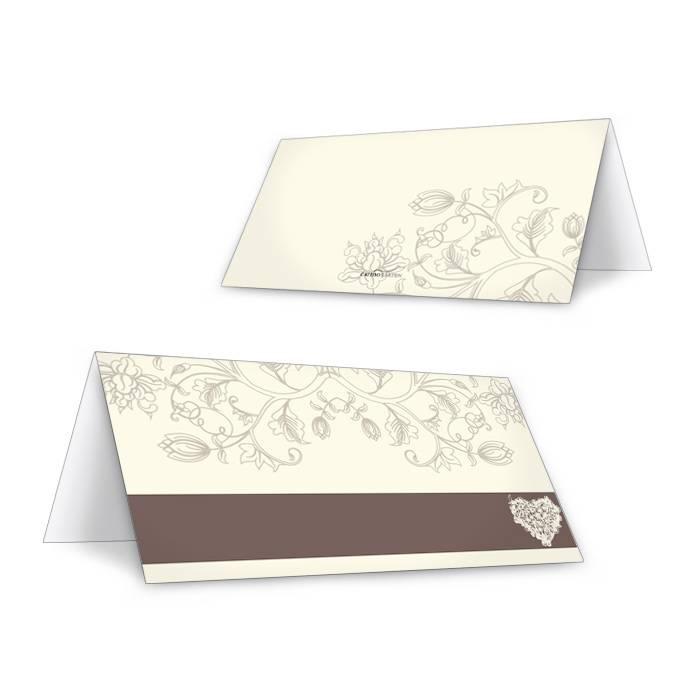 Romantische Tischkarte zur Hochzeit mit Herz in Creme