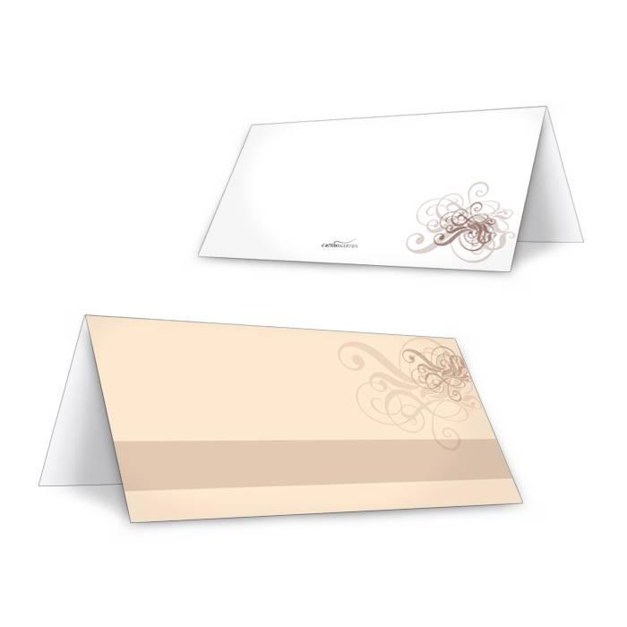Romantische Tischkarte zur Hochzeit in Creme mit Schnörkeln
