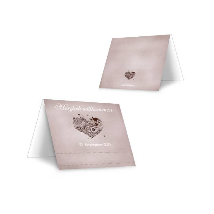Tischkarte zur Hochzeit mit floralem Herz in Grau und Braun