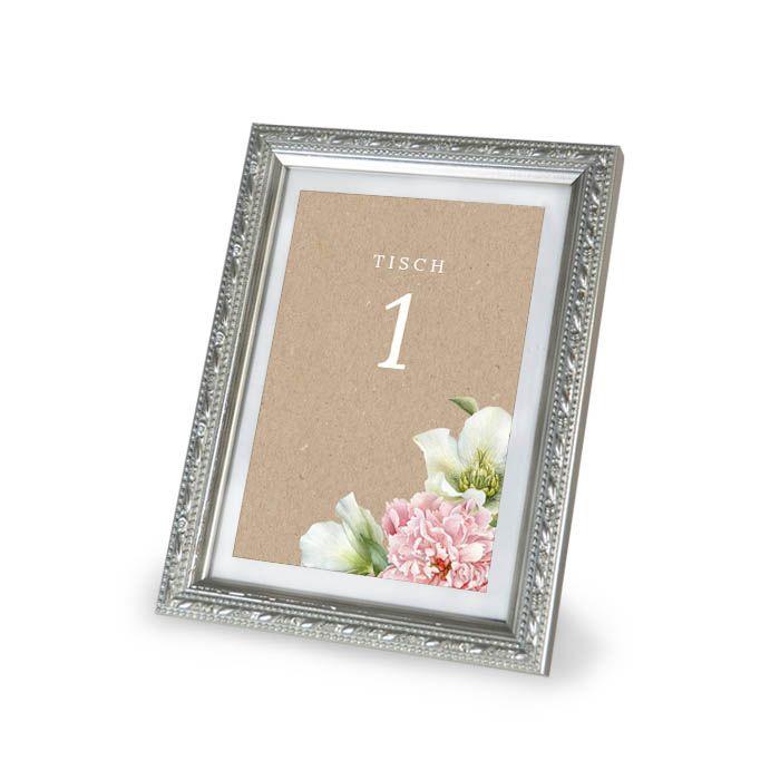 Tischkarte in Kraftpapieroptik mit Tischnummern und Blüten