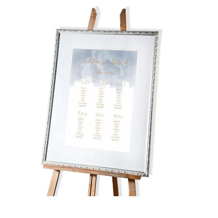 Tischplan zur Hochzeit mit blauem Aquarell und Kalligraphie