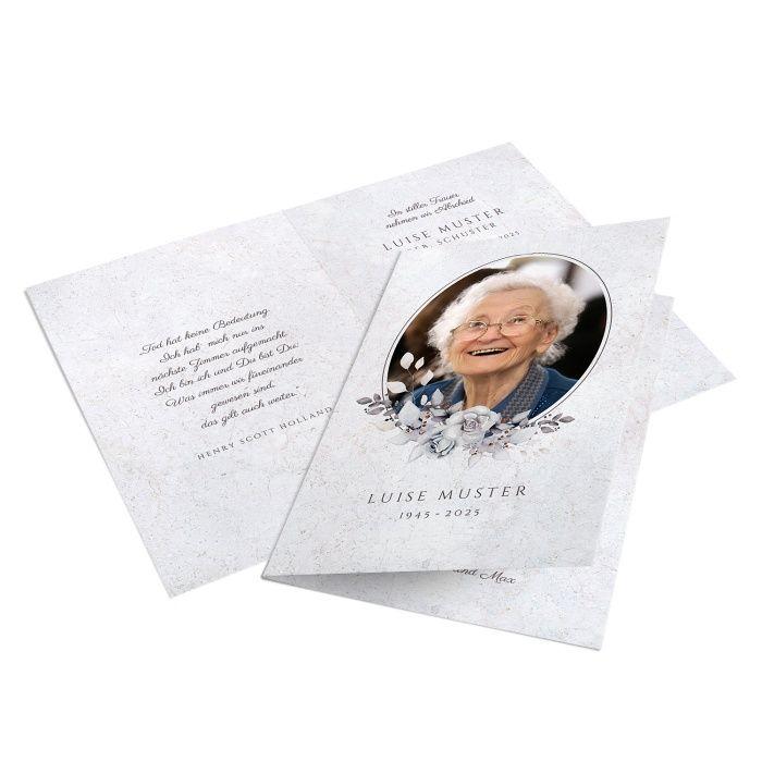 Trauerkarte mit ovalem Bild und Blumenbouquet in stilvollen Grautönen