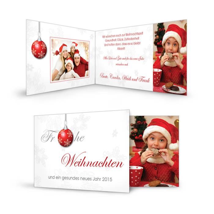 Klassische Weihnachtskarte mit roter Christbaumkugel