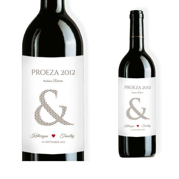 Weinflaschenetikett mit großem &-Zeichen und Herz in Rot