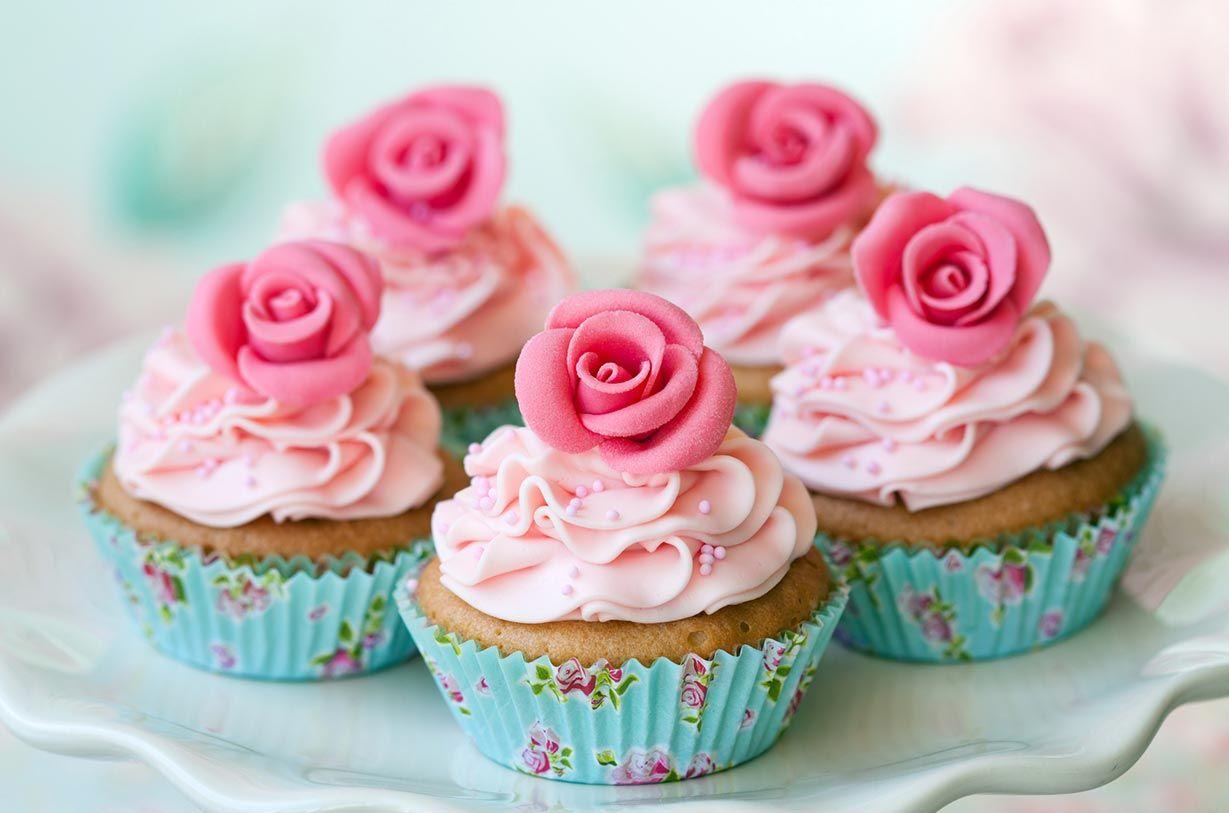 Cupcakes mit Zuckerrosen carinokarten - Ruth-Black - Fotolia